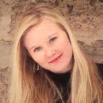 Zoe VanDeSteeg (headshot)